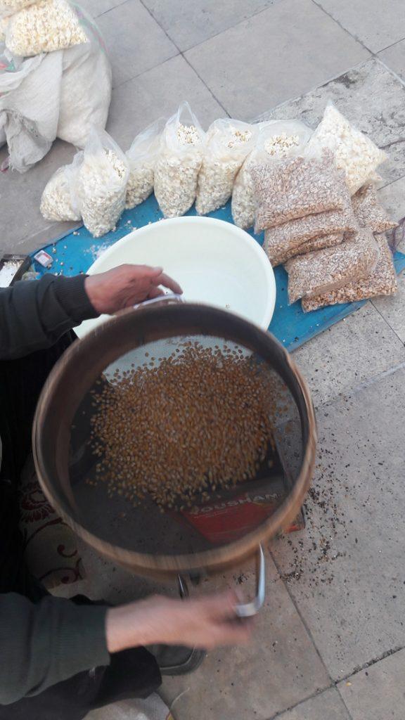 دست فروش ها - بساط دست فروشی - فرهنگ بازار - بازار محلی در ایران